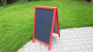 黒板・カラフルなA型黒板のアイキャッチ画像