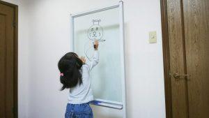 お子様のらくがき用に透明ボードのアイキャッチ画像